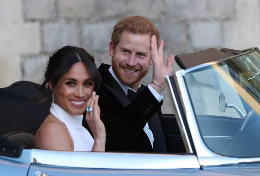 """Meghan Markle, avec le prince Harry, lors de leur mariage le 19 mai 2018. Le couple quitte la cérémonie de mariage pour se rendre à la réception à """"Frogmore House"""" à Windsor."""