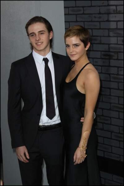 Alex est le frère cadet d'Emma Watson