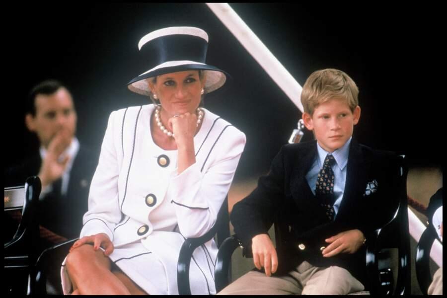 La princesse Diana et le prince Harry pour le 50e anniversaire de la victoire des alliés en 1995