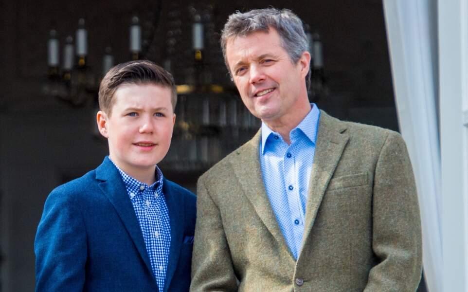 Le prince Frederik de Danemark et le prince Christian au balcon du château de Marselisborg pour l'anniversaire de la reine Margrethe II le 16 avril 2019