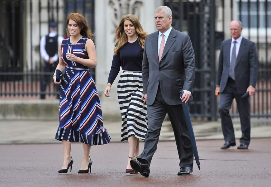 """Le prince Andrew et ses deux filles Beatrice et Eugenie au """"Patron's Lunch"""" à Londres, à l'occasion du 90ème anniversaire de la reine"""