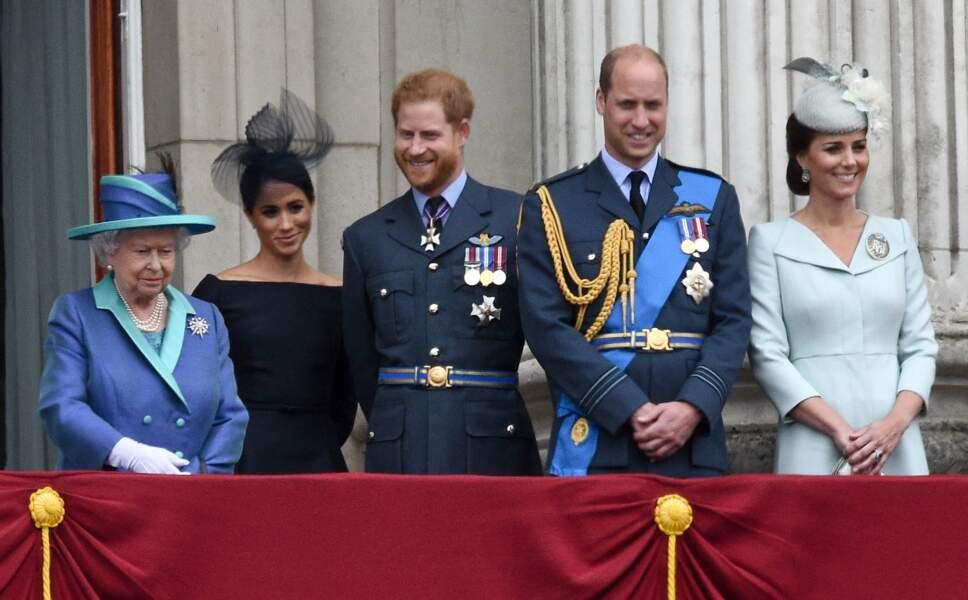 La famille royale d'Angleterre lors de la parade aérienne de la RAF pour le centième anniversaire au palais de Buckingham à Londres, le 10 juillet 2018