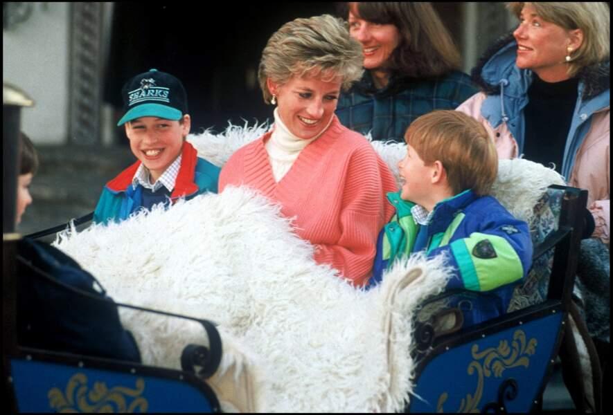 Lady Diana avec ses fils, les princes Harry et William en 1994.