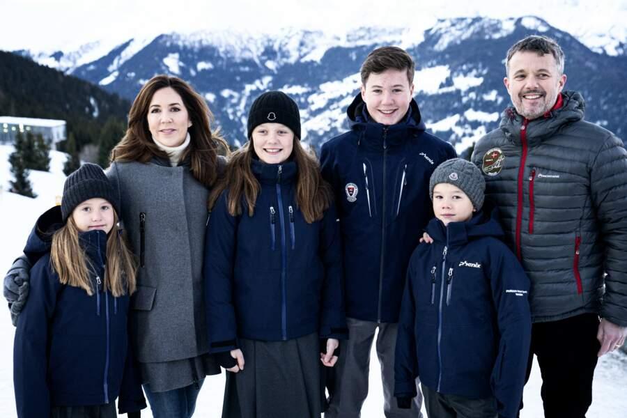 Le prince Frederik, la princesse Mary de Danemark et leurs enfants à Verbier, en janvier 2020.
