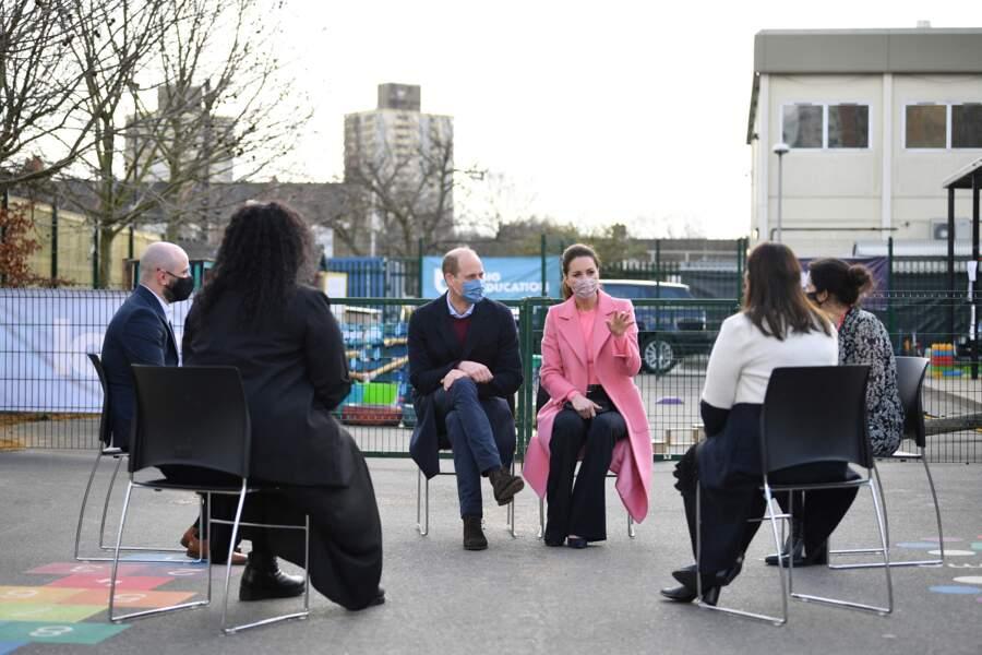 Le duc et la Duchesse de Cambridge en pleine discussion