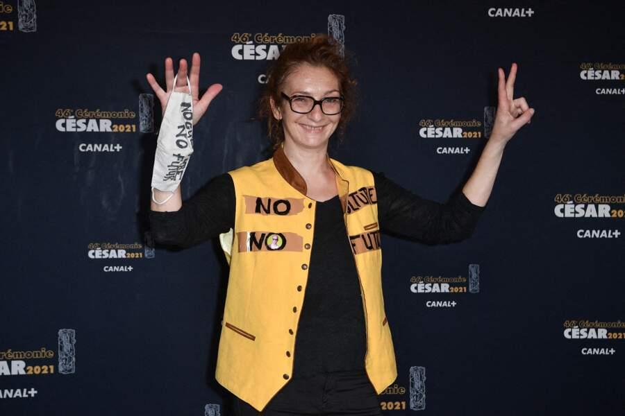 """Le slogan """"No culture no futur"""" figurait aussi sur la veste de Corinne Masiero lors du photocall de la cérémonie des César le 12 mars 2021"""