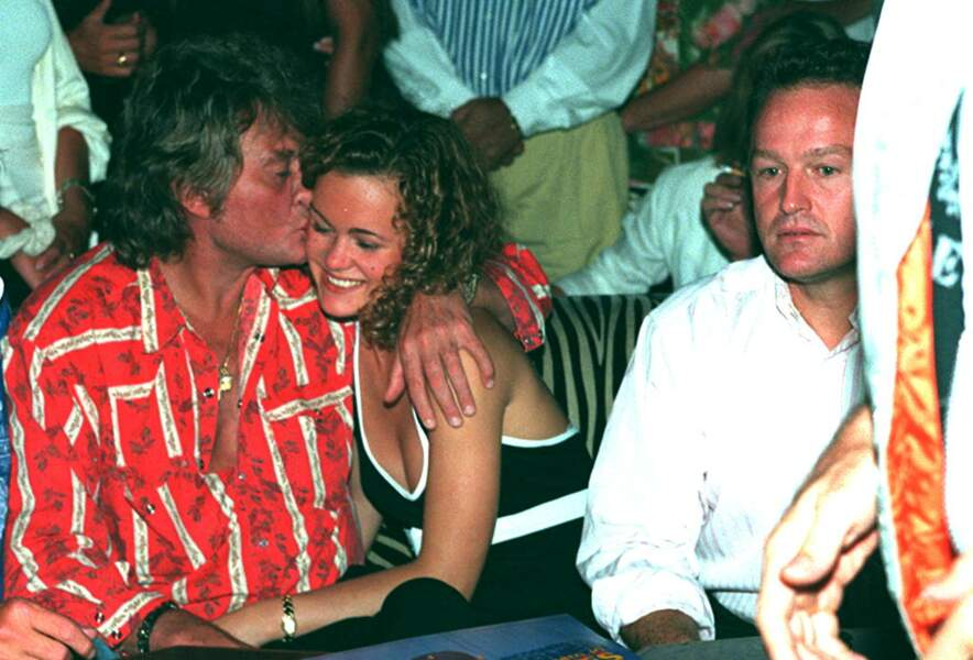 Laeticia Hallyday et son père André Boudou, avec Johnny, à Saint-Tropez, en 1995