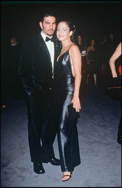 Jennifer Lopez et son mari Ojani Noa, à Santa Monica en 1997