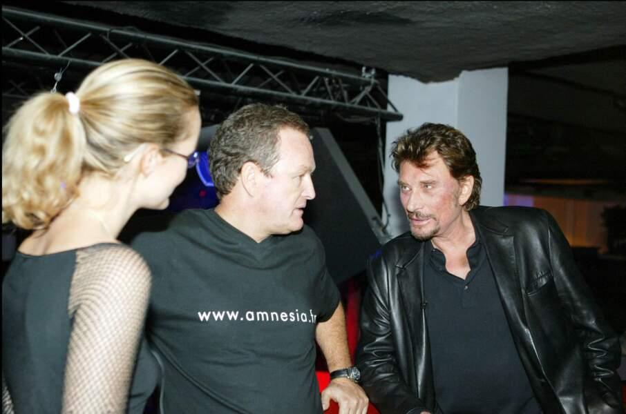 Laeticia Hallyday aux côtés de Johnny et André Boudou, à Paris, en 2003