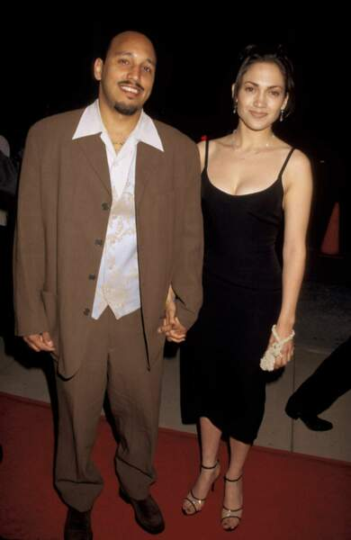 Jennifer Lopez et David Cruz en 1995, lors de l'avant-première du film My Family, quelques temp avant leur séparation.