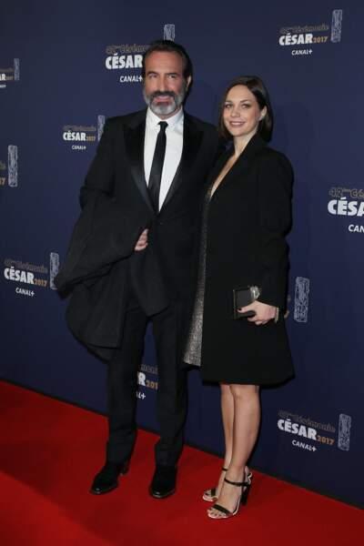 Jean Dujardin et sa compagne Nathalie Péchalat lors du photocall de la 42ème cérémonie des Cesar à la salle Pleyel à Paris, le 24 février 2017.