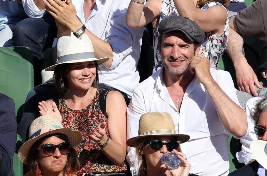 Jean Dujardin et sa compagne Nathalie Péchalat, à Roland-Garros à Paris, le 7 juin 2015.
