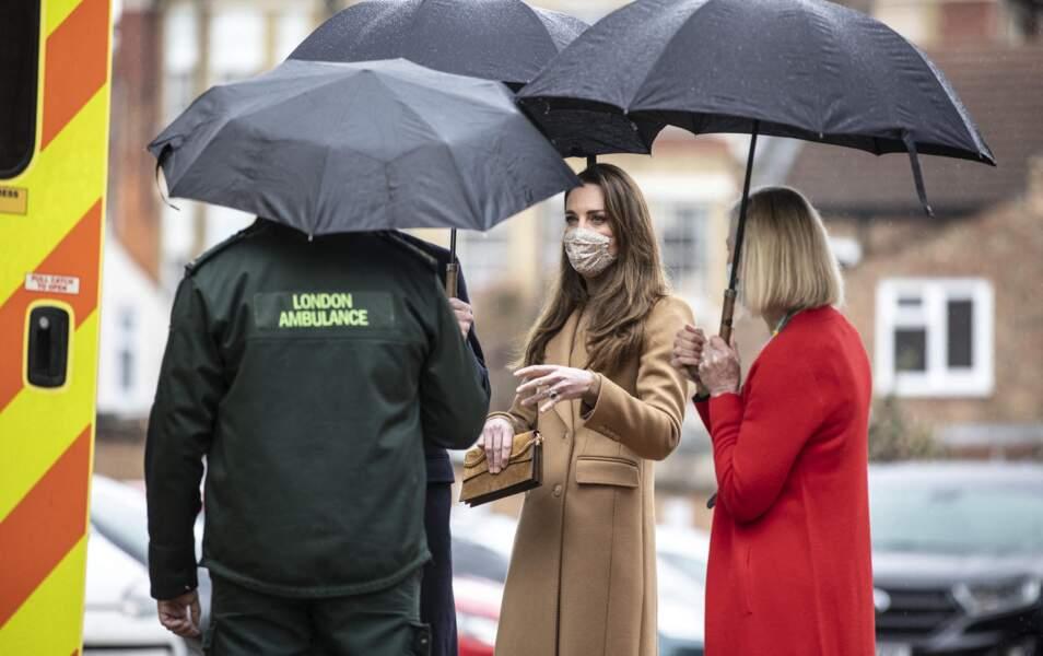 """Kate Middleton se rend à la """"Newham Ambulance Station"""" à Londres. Le 18 mars 2021"""