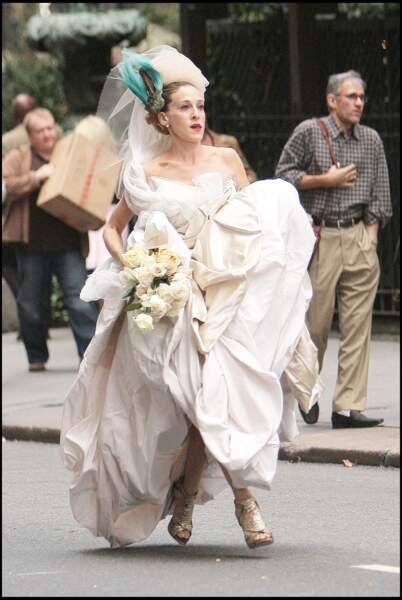 À son mariage, Carrie Bradshaw (alias Sarah Jessica Parker dans Sex and The City ) s'offre une robe de mariée signée Vivienne Westwood