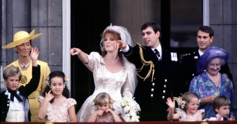 Susan Barrantes (ci-dessus à gauche) lors du mariage de Sarah Ferguson et du prince Andrew le 23 juillet 1986