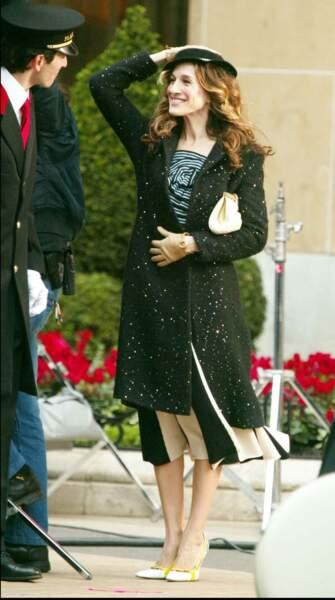 Dans ses aventures, Carrie Bradshaw (alias Sarah Jessica Parker dans Sex and The City) a marqué les esprits avec ses jupons à volants.se rend, très chic, au Plaza Athenée, à Paris