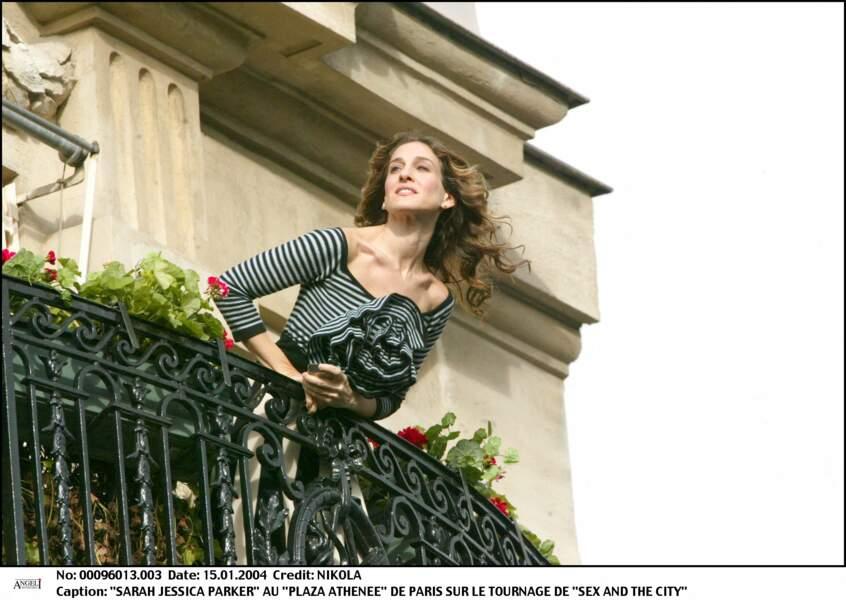 Carrie Brashaw Carrie Bradshaw (alias Sarah Jessica Parker) se la joue parisienne durant le tournage du film Sex and the City.