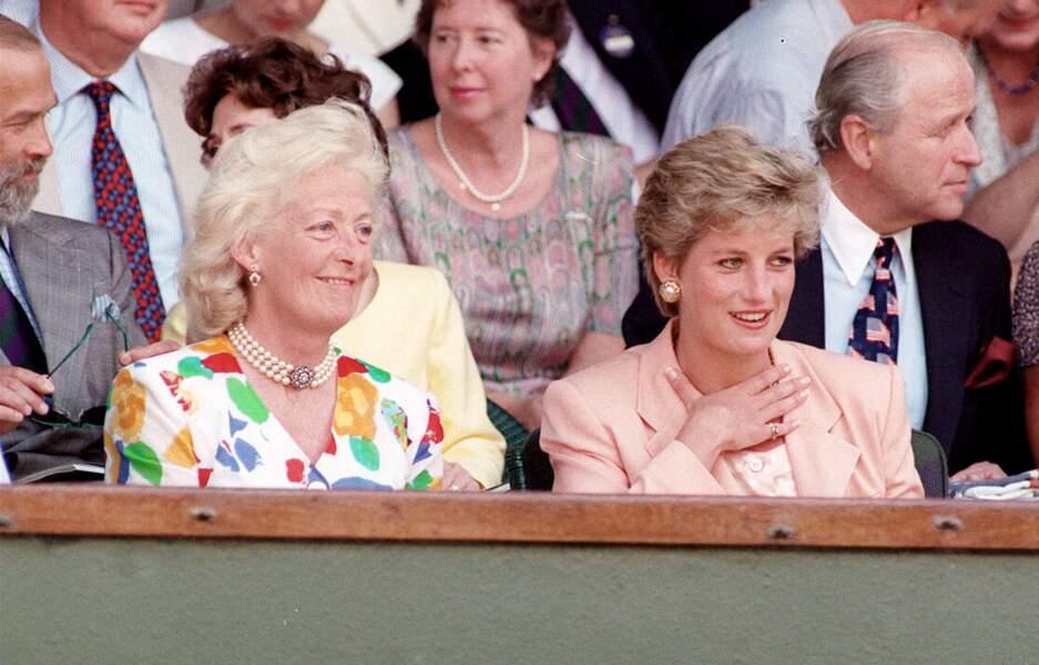 Frances Shand Kydd et Lady Diana le 4 juillet 1993 à Wimbledon