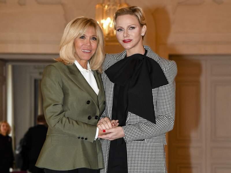 Brigitte Macron et Charlene de Monaco lors du déjeuner des conjoints de chefs d'Etat à la cérémonie internationale du centenaire de l'armistice de 1918 au château de Versailles le 11 novembre 2018.