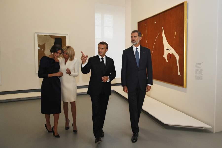 Le roi et la reine d'Espagne visitent la rétrospective Miro au Grand Palais à Paris le 5 octobre 2018