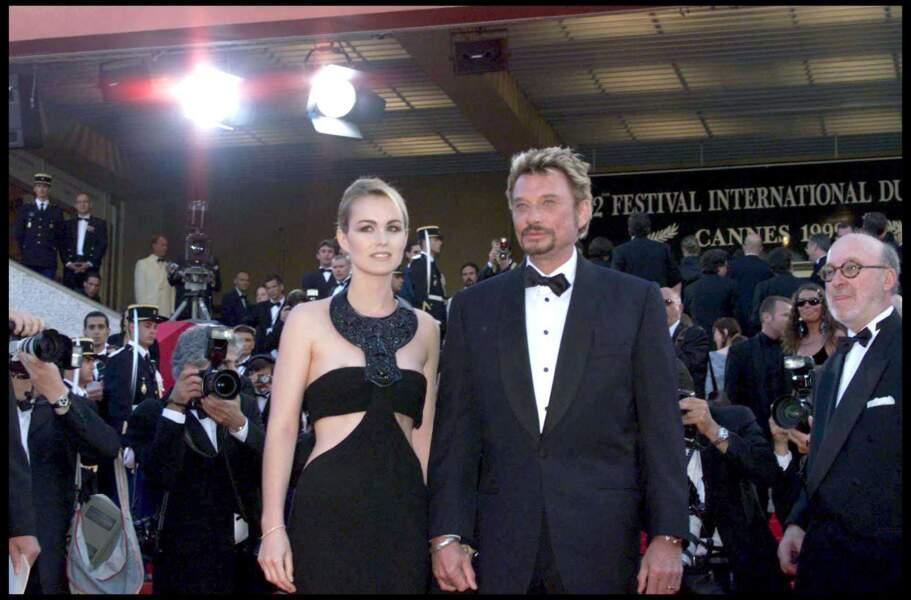 Johnny et Laeticia Hallyday montent les marches du Festival de Cannes, le 23 mai 1999