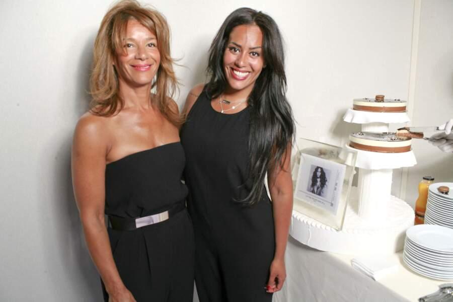 Amel Bent fête son 29ème anniversaire avec sa mère au salon du timbre de Paris au Parc Floral de Vincennes, le 21 juin 2014.