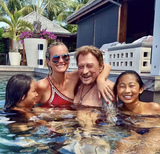 Laeticia, Johnny avec leurs filles Jade et Joy en vacances. Le 23 août 2017.