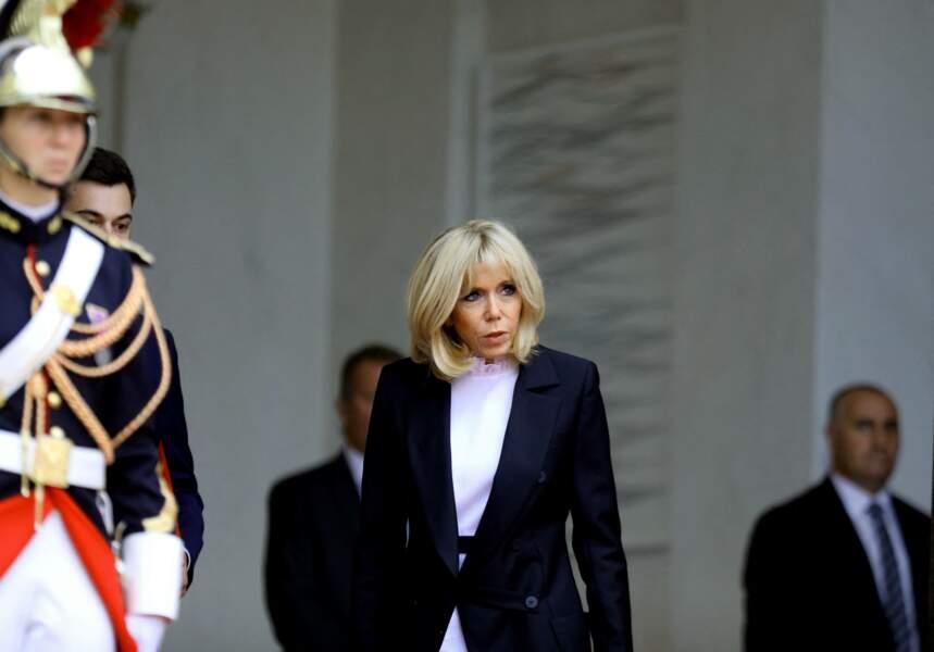 """""""Quand on est l'épouse du chef de l'État, on a des devoirs envers les Français. C'est cinq ans dans une vie"""" (France Info, 2020)"""