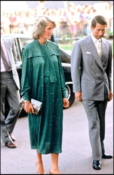 La princesse Diana enceinte du prince Harry, a multiplié les robes fluides durant ses grossesses.