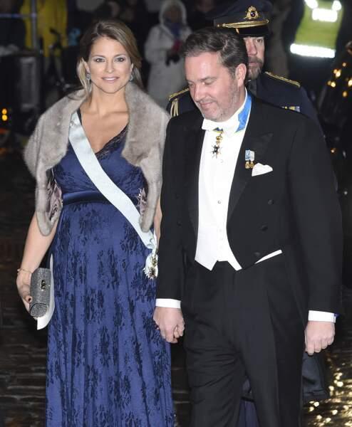 La princesse Madeleine de Suède (enceinte, en robe de soirée très élégante, le 20 décembre 2017.