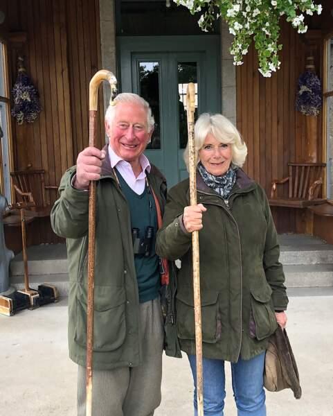 Le prince de Galles et la duchesse de Cornouailles à Birkhall, en Écosse, photographiés par un membre de leur personnel.