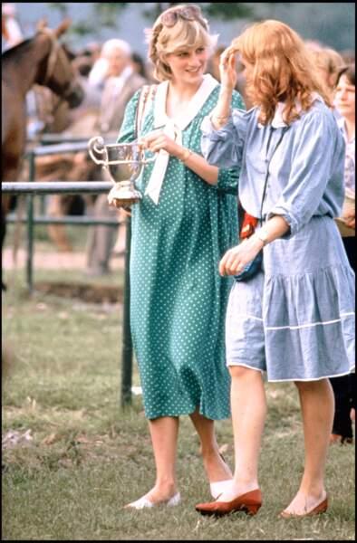 La princesse Diana enceinte mise sur ses basiques même pour ses tenues de grossesse : les pois et le vert.