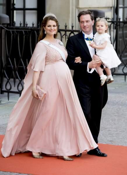 La princesse Madeleine de Suède enceinte de son second enfant en robe longue et fluide poudrée,  le 13 juin 2015.