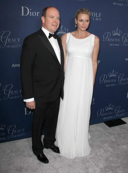 la princesse Charlene de Monaco enceinte en robe longue fluide,  le 8 octobre 2014.