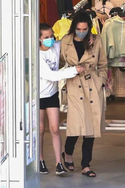 Angelina Jolie et sa fille Vivienne (12 ans) complices à Hollywood, le 29 mars 2021
