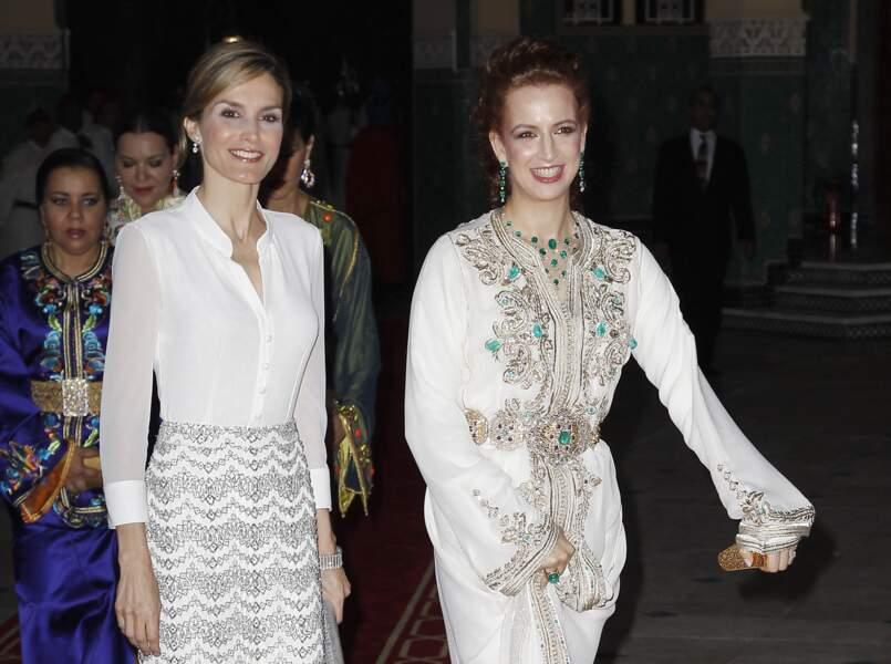 Lalla Salma, en compagnie de Letizia d'Espagne, lors d'un dîner de gala donné en l'honneur du roi Felipe VI d'Espagne, au Maroc, le 14 juillet 2014.
