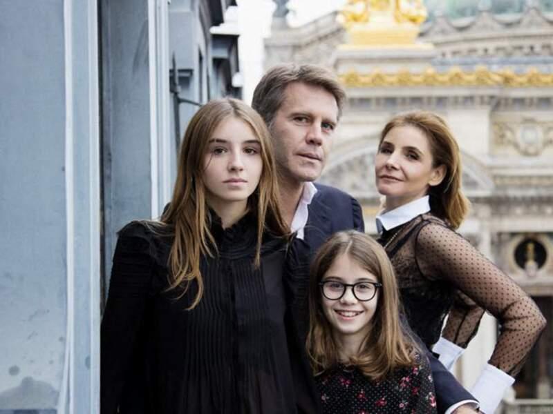 Vittoria de Savoie (à gauche), avec Emmanuel-Philibert de Savoie, son père, sa mère, Clotilde Courau, et sa petite soeur Luisa, lors d'une carte de voeux de la famille princière de Savoie pour l'année 2020.