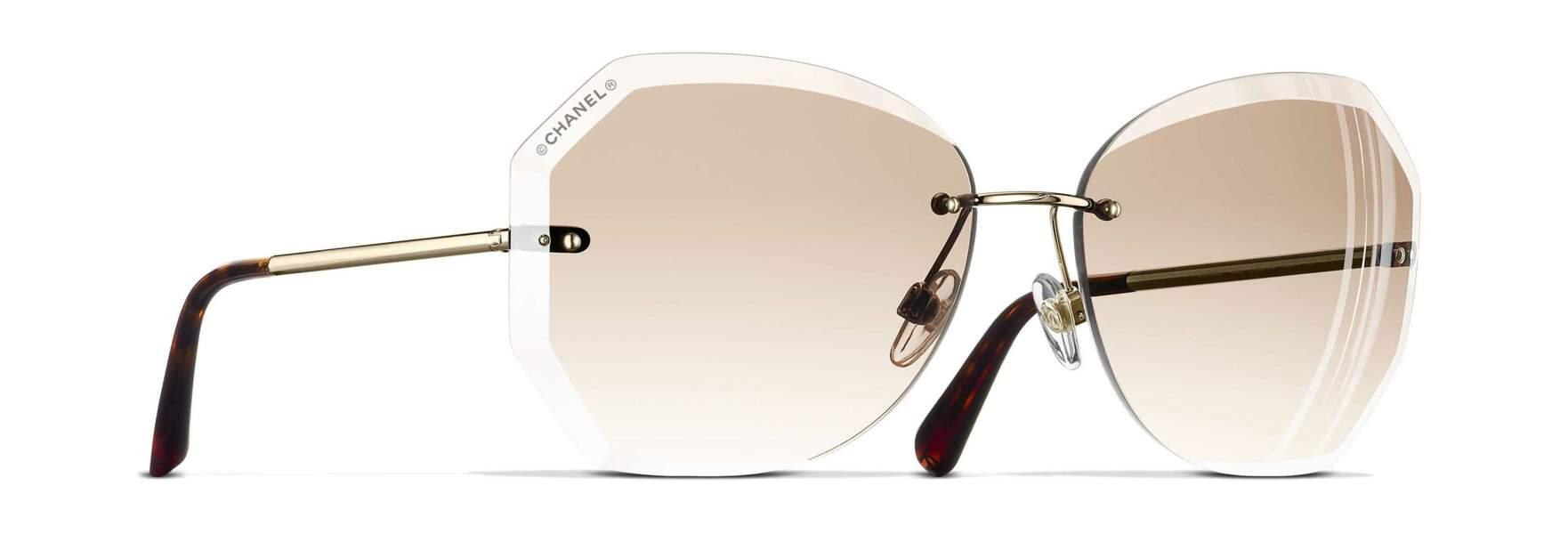 Lunettes de soleil Papillon, 302€, Chanel sur Optical Center