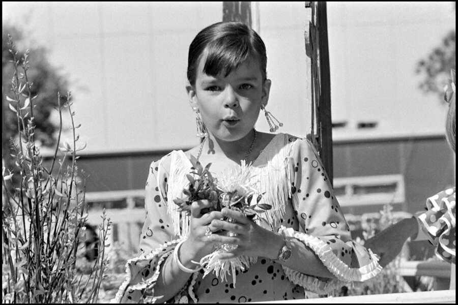 Stéphanie de Monaco, lors d'une fête monégasque en 1973. La jeune princesse a 8 ans.