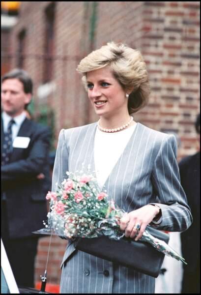 La princesse Diana, lors de la visite d'une maison de retraite en 1989.