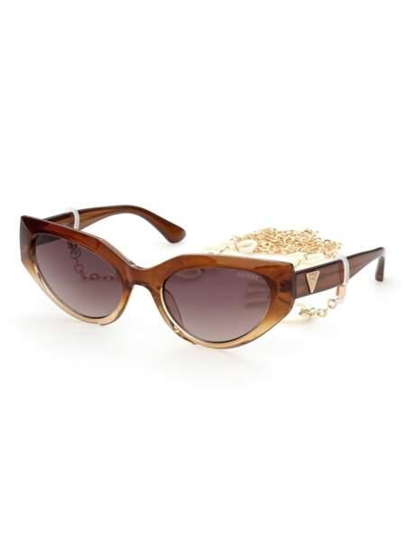 Lunettes de soleil modèle oeil de chat, 115€, Guess