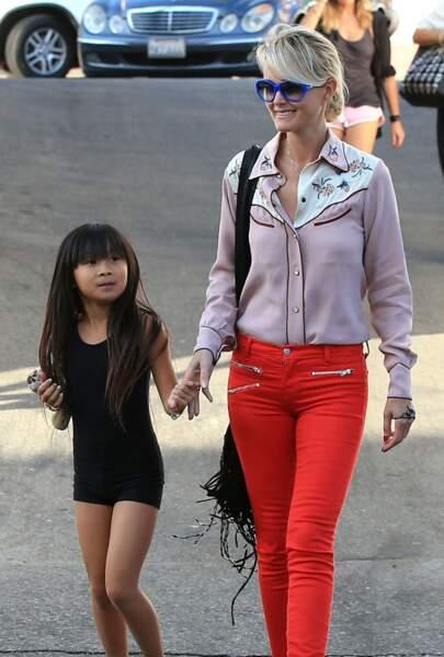Laeticia Hallyday fait du shopping avec leurs filles Jade et Joy à Pacific Palisades, le 27 Septembre 2012.