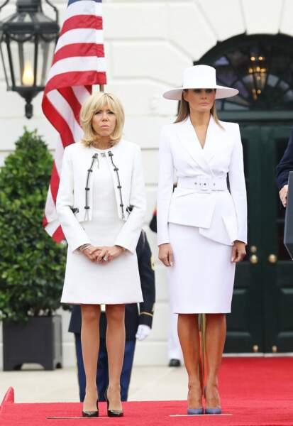 Brigitte Macron assortie à Melania Trump : deux femmes, deux style mais une vraie complicité, le 24 avril 2018.