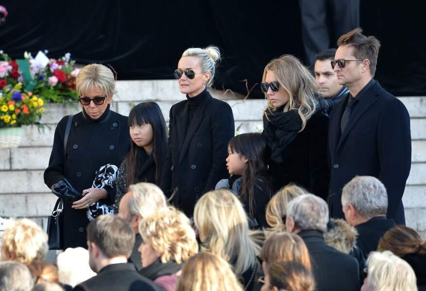Brigitte Macron, Laeticia Hallyday et ses filles Joy et Jade, Laura Smet, David Hallyday en l'église de La Madeleine pour les obsèques de Johnny Hallyday, le 8 decembre 2017.