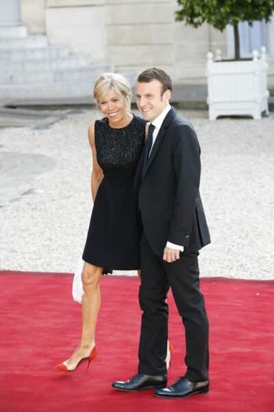 Brigitte Macron en robe noire courte, le 2 juin 2015.