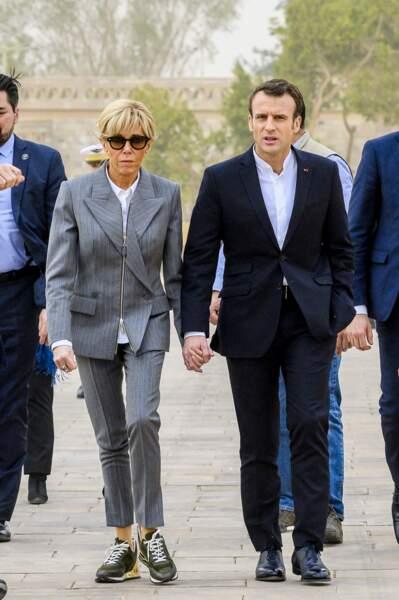 Brigitte Macron fait sensation en associant tailleur et baskets Louis Vuitton, le 27 janvier 2019 en Egypte.