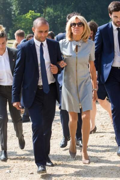 Brigitte Macron en robe courte zippée le 12 juillet 2018, à Bruxelles.
