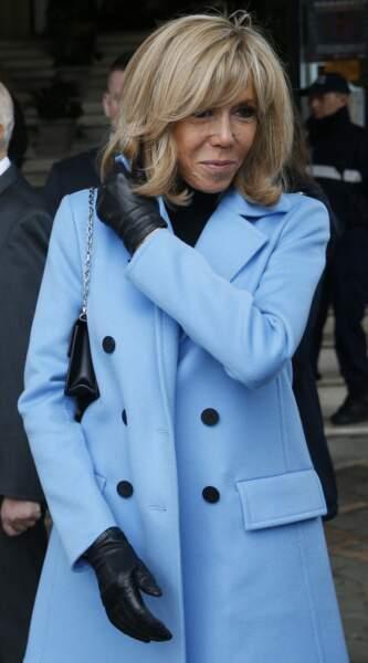 Brigitte Macron en bleu pervenche, une de ses couleurs fétiches le 15 mars 2020 au Touquet.