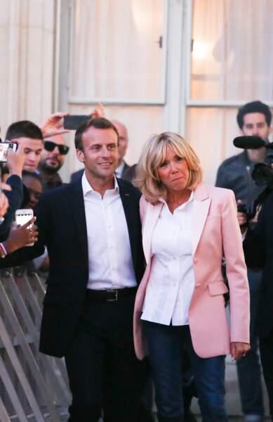 Brigitte Macron en veste rose pour la fête de la musique le 21 juin 2018.