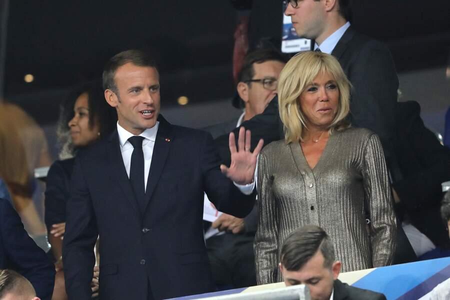 Brigitte Macron en chemisier en lurex lors de la Ligue des nations le 9 septembre 2018.